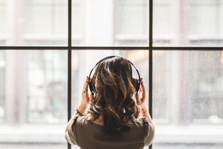 girl listening to Norwegian music